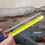 Markieren Sie den Bohreinsatz an der benötigten Bohrlochtiefe