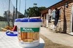 Nur ein Anstrich der Roxil Holzschutzcreme macht das Klubhaus für 10+ Jahre wetterbeständig