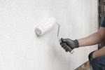 Putz mit Stormdry Creme zum Schutz von Bauwerken wetterfest machen