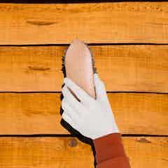Zu behandelnde Oberfläche säubern, stellen Sie sicher, dass jeglicher Schutt entfernt wurde
