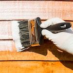 Roxil Holzschutzcreme direkt mit Pinsel oder Roller auf die zu behandelnde Oberfläche auftragen