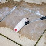 Eine kleine Menge Roxil Veranda Creme direkt auf die zu behandelnde Stelle auftragen und gleichmäßig Verteilen